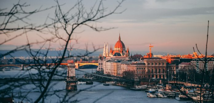 Chuyển phát nhanh Cần Thơ đi Hungary