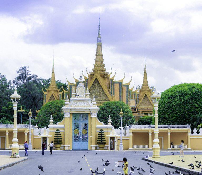 Chuyển hàng đi Phnom Penh Campuchia: Vận chuyển tiểu ngạch, chính ngạch