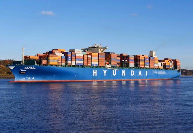 Tắc nghẽn nghiêm trọng tại 2 cảng container hàng đầu Trung Quốc