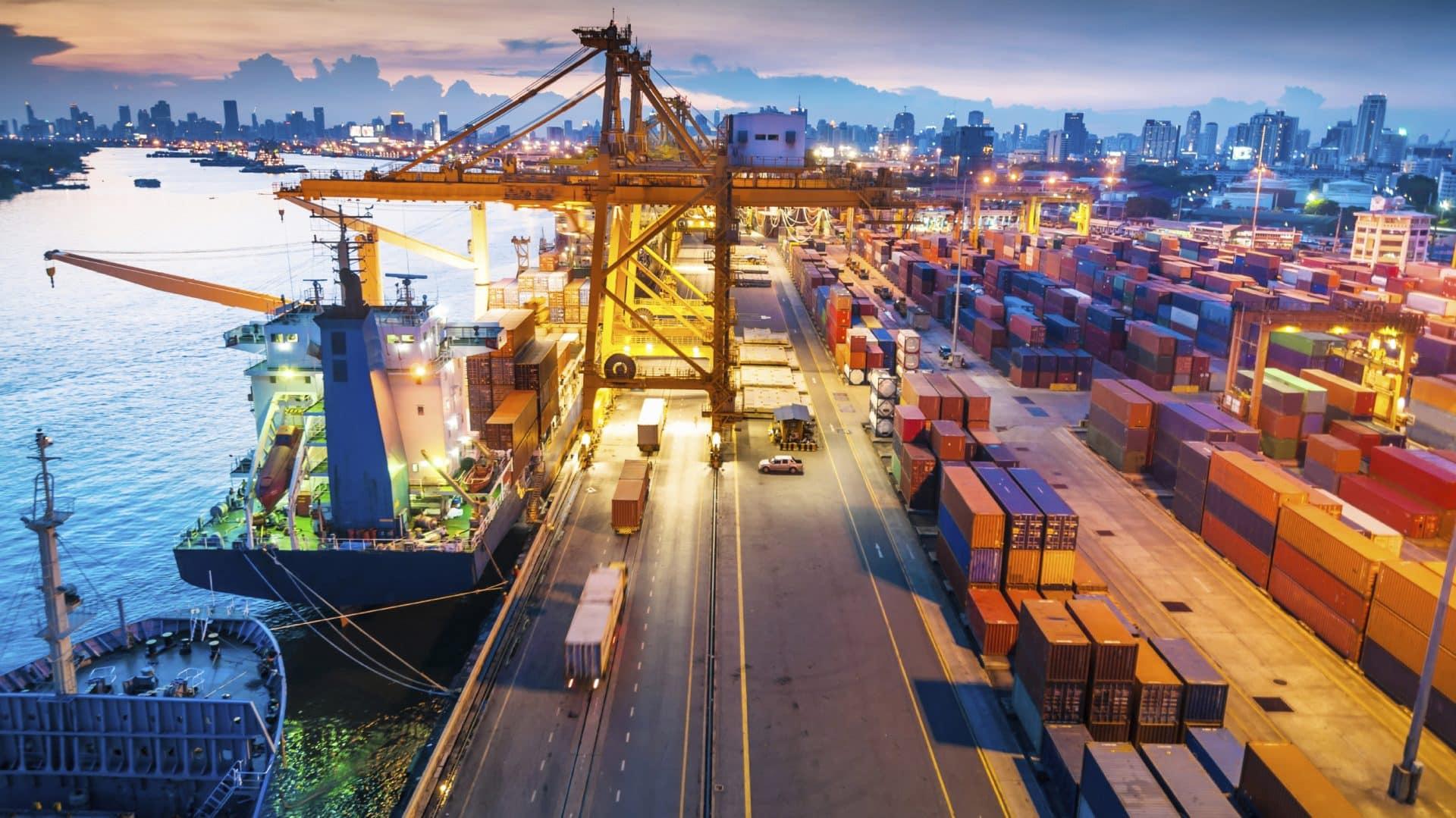 California tắc nghẽn: 49 tàu chở hàng bên ngoài khu phức hợp cảng LB / LA
